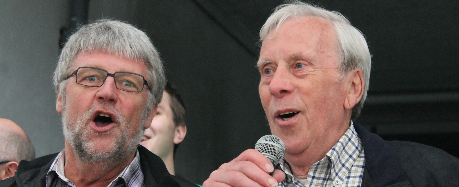 Meinolf Hahne, Manfred Kretzer und Winfried Nienaber stimmten zum Ende des offiziellen Teils das 09-Vereinslied an.