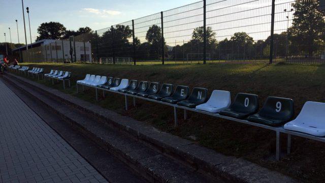 sitzplatzgelegenheiten-kunstrasenplatz16